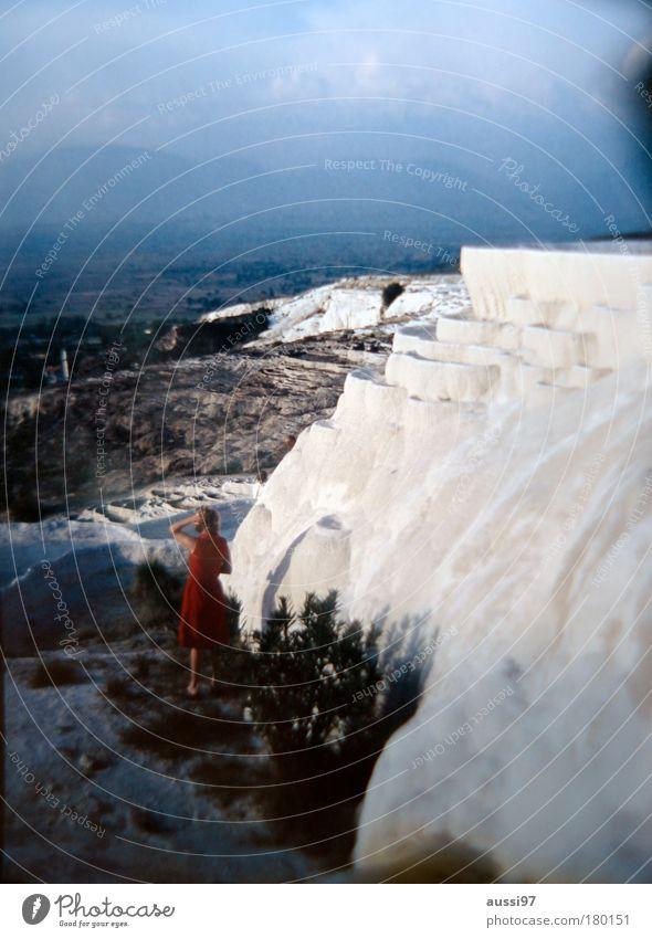 #9 Dream Unschärfe Blick nach vorn Felsen Kleid träumen rot Kreidefelsen terassenförmig Alptraum schweifen getrocknet vertrocknet liquid