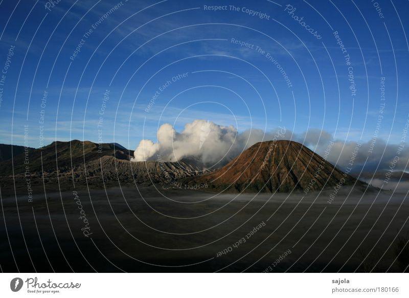 smoke over the volcano Farbfoto Außenaufnahme Textfreiraum oben Textfreiraum unten Morgen Morgendämmerung Panorama (Aussicht) Umwelt Natur Landschaft Erde