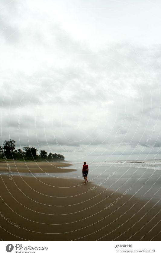 einsam Mensch Wasser Himmel Meer Strand Ferien & Urlaub & Reisen ruhig Wolken Einsamkeit Ferne Erholung Sand Wellen gehen Wind Wetter
