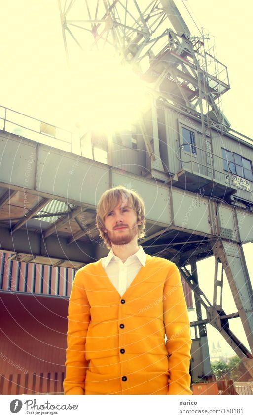 sunshine Mensch Jugendliche Erwachsene gelb Leben Haare & Frisuren Denken Mann blond Arme warten maskulin modern Behaarung stehen Bekleidung