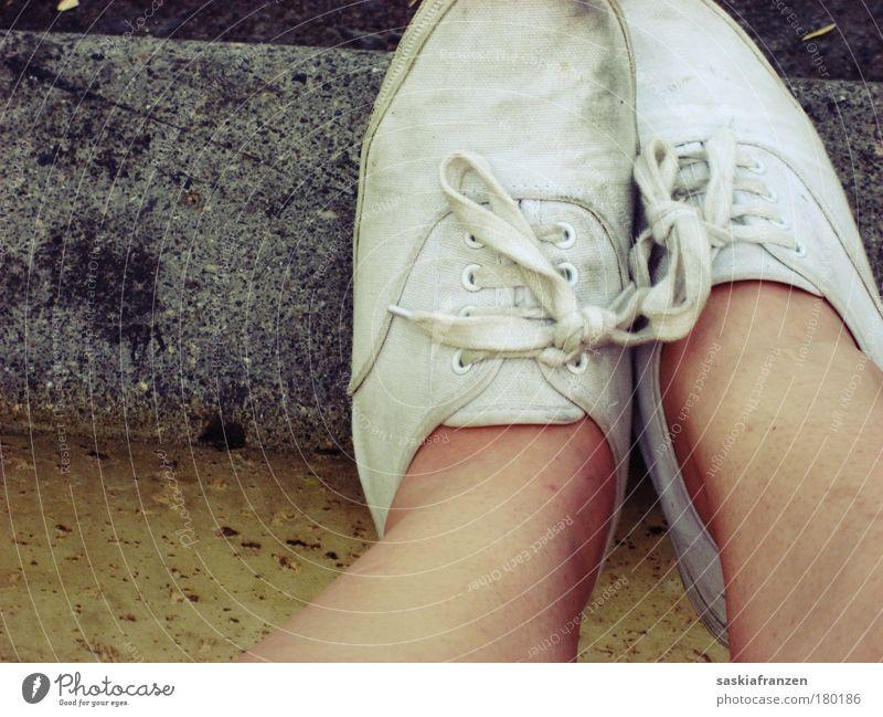 I might put my new shoes on.. Gedeckte Farben Außenaufnahme Nahaufnahme Tag Haut Beine Fuß 1 Mensch Bekleidung Stoff Schuhe beobachten Denken Erholung