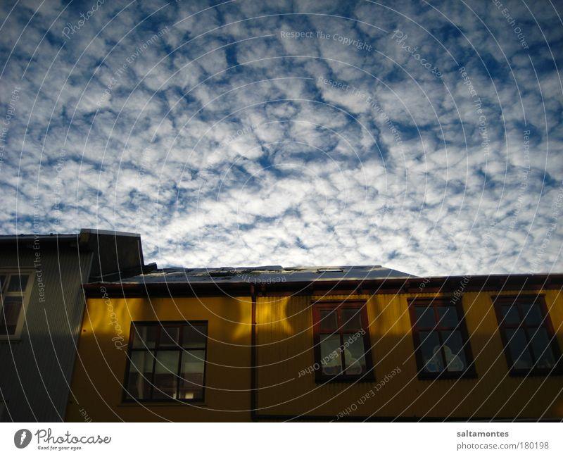 pretty Laugavegur Himmel schön Wolken Haus Fenster Bewegung Stimmung oben fantastisch Warmherzigkeit Schönes Wetter Dach Unendlichkeit Leichtigkeit Vorsicht