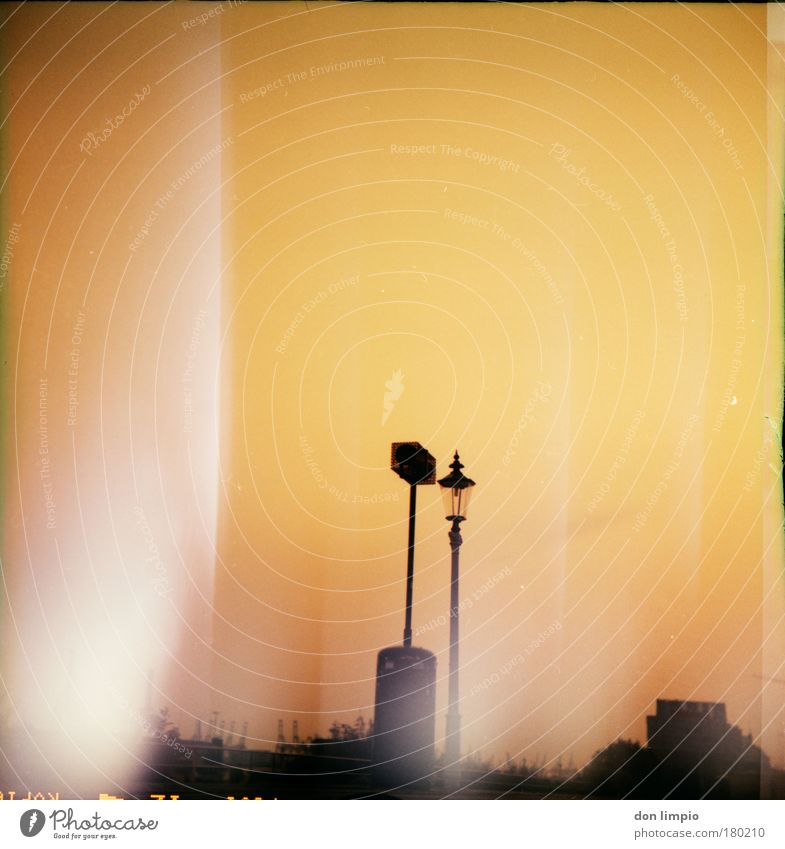 slide melting Sommer gelb gold Horizont Klima Hafen Laterne Lautsprecher Schönes Wetter Kran Industrieanlage Cross Processing Endzeitstimmung Wolkenloser Himmel