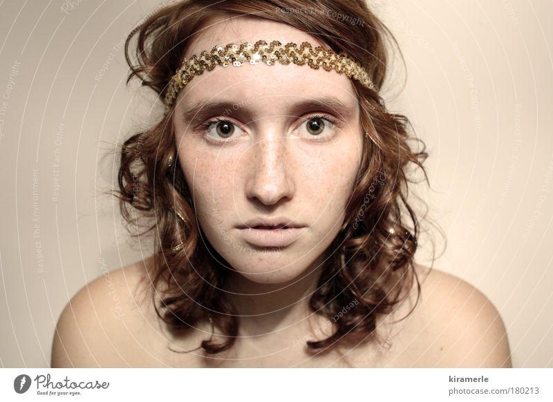 Augenblick Mensch Jugendliche schön rot Gesicht feminin Haare & Frisuren träumen braun Junge Frau gold außergewöhnlich natürlich elegant Haut Hoffnung