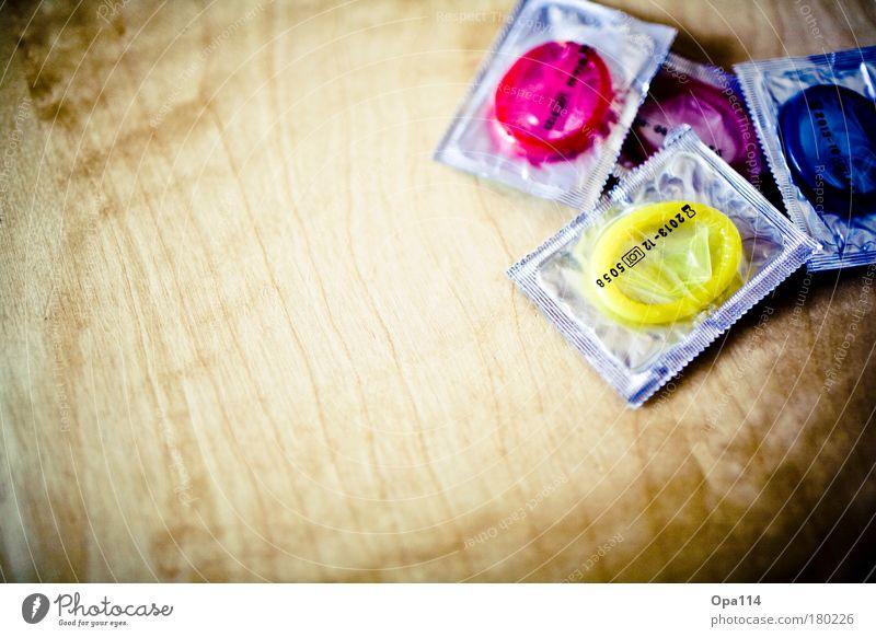 Lümmeltüten II blau rot Freude gelb Erotik Glück Zusammensein Sex rosa schlafen Sicherheit Romantik berühren Schutz violett dünn