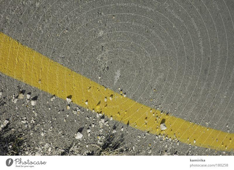 eggyolk Farbfoto Außenaufnahme Nahaufnahme Menschenleer Textfreiraum oben Licht Schatten Blick nach unten Verkehrswege Straßenverkehr ästhetisch dreckig