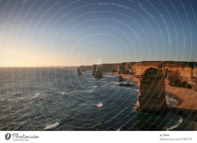 am anderen ende der welt Wasser schön Ferien & Urlaub & Reisen Meer Ferne Sand Küste Wellen Felsen außergewöhnlich ästhetisch Reisefotografie Urelemente