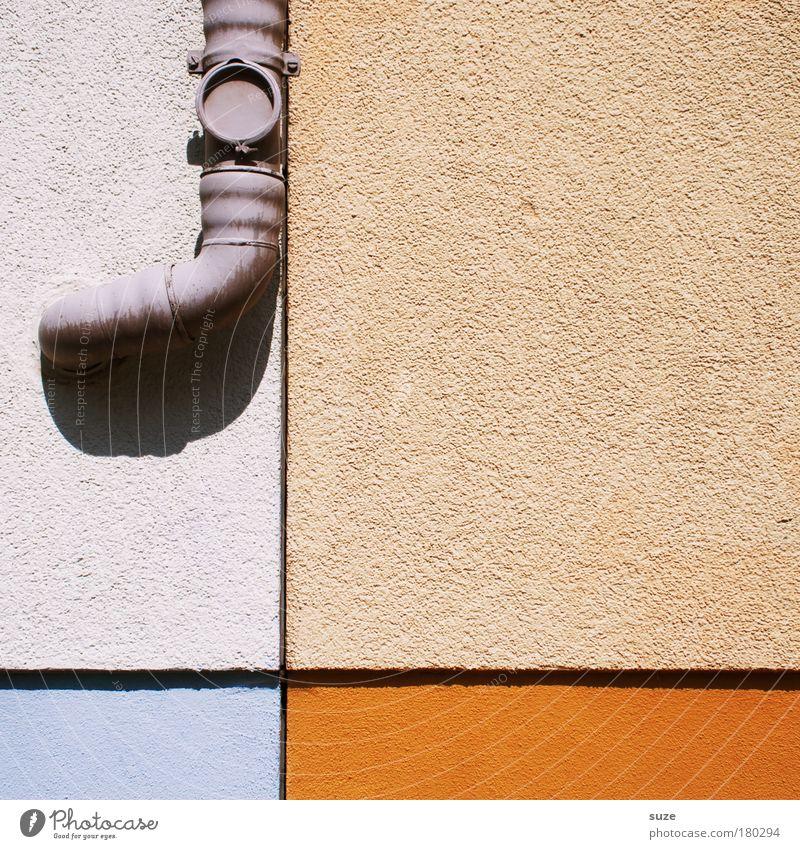 Das gemeine Rüsseltier Haus Wand Mauer Gebäude Linie orange Fassade Häusliches Leben authentisch Zeichen Kreuz Teilung graphisch Dachrinne Grafische Darstellung