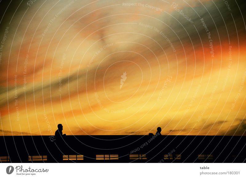 gleich wirds dunkel Farbfoto Textfreiraum oben Abend Dämmerung Kontrast Silhouette Sonnenaufgang Sonnenuntergang Gegenlicht Feierabend Mensch 3 Umwelt Luft