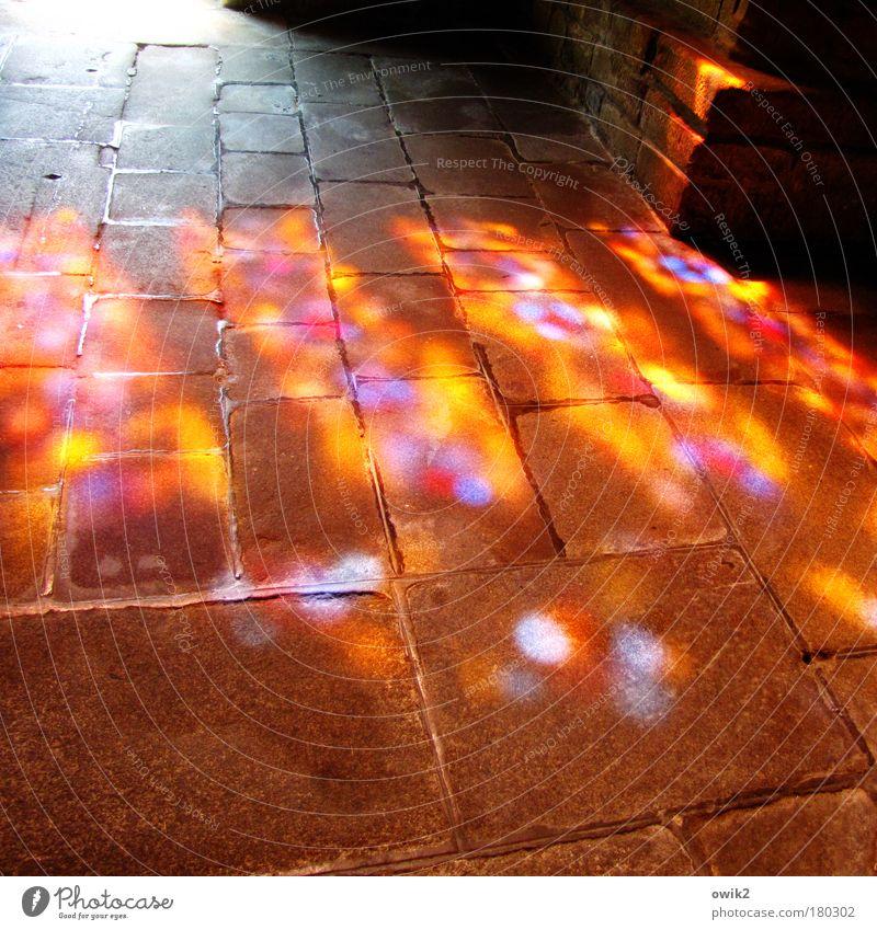 Sonnenallee alt ruhig Ferne Wand Stein Mauer Gebäude Raum Architektur Hoffnung Sicherheit Ecke Kirche Bodenbelag Ziel Schutz