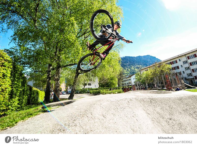 Pumptrack Run, tabletop Lifestyle Stil Leben Freizeit & Hobby Sport Fitness Sport-Training Sportler Radsport Fahrradfahren maskulin Mann Erwachsene Bewegung