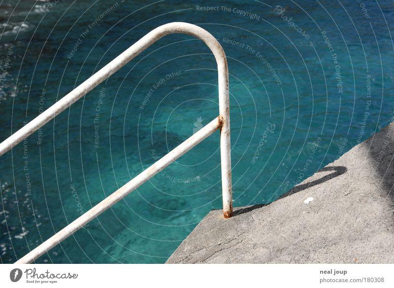 Felsenpool Wasser Meer grün blau Ferien & Urlaub & Reisen Wärme hell Metall Beton Ordnung Schwimmbad Lebensfreude deutlich Treppengeländer