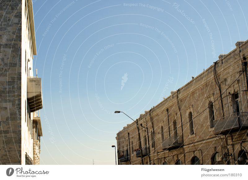 Es wird gewählt - alle sind ausgeflogen Himmel Stadt ruhig Haus Erholung Wand Fenster Mauer Kunst Hochhaus Horizont hoch leer Lifestyle Lebensfreude Dorf
