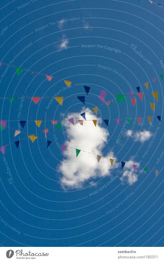 Wimpel, Wolke, Textfreiraum Himmel Sommer Wolken Farbe Party Farbstoff Feste & Feiern Geburtstag Seil Fahne Dekoration & Verzierung Schnur Schmuck Einladung Textfreiraum Symbole & Metaphern