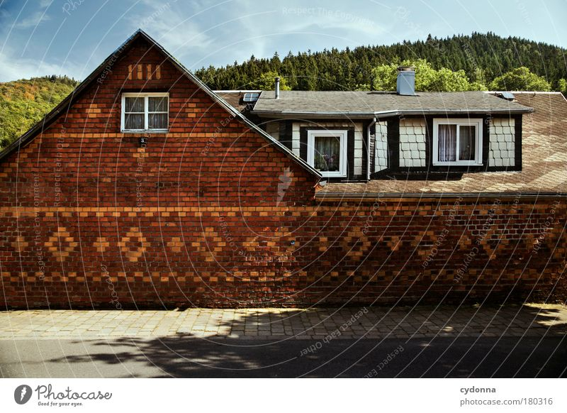 Dörflich Haus ruhig Fenster Leben Wand Architektur Wege & Pfade Mauer Traurigkeit träumen Zeit Wohnung Fassade Perspektive Häusliches Leben einzigartig