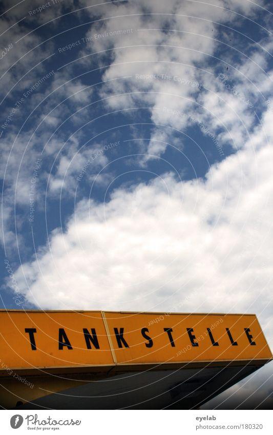 TAN | KSTELLE Himmel Wolken Haus gelb Straße Wetter Schilder & Markierungen Verkehr Energiewirtschaft Klima Schriftzeichen Pause Industrie Dach Hinweisschild
