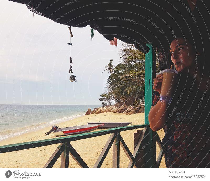 Reisezeit Getränk trinken Erfrischungsgetränk Saft Glas Ferien & Urlaub & Reisen Ausflug Ferne Sommerurlaub Strand Meer Insel Wellen Party Strandbar feminin