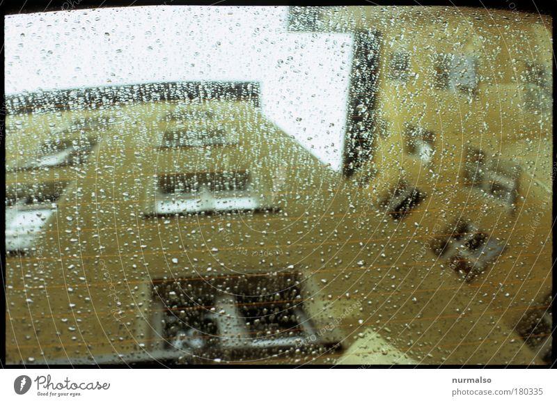 Trauriges Spiegeleck Haus Wolken kalt Bewegung Regen Linie Kunst glänzend Wohnung Glas Umwelt nass Fassade authentisch nah Dach