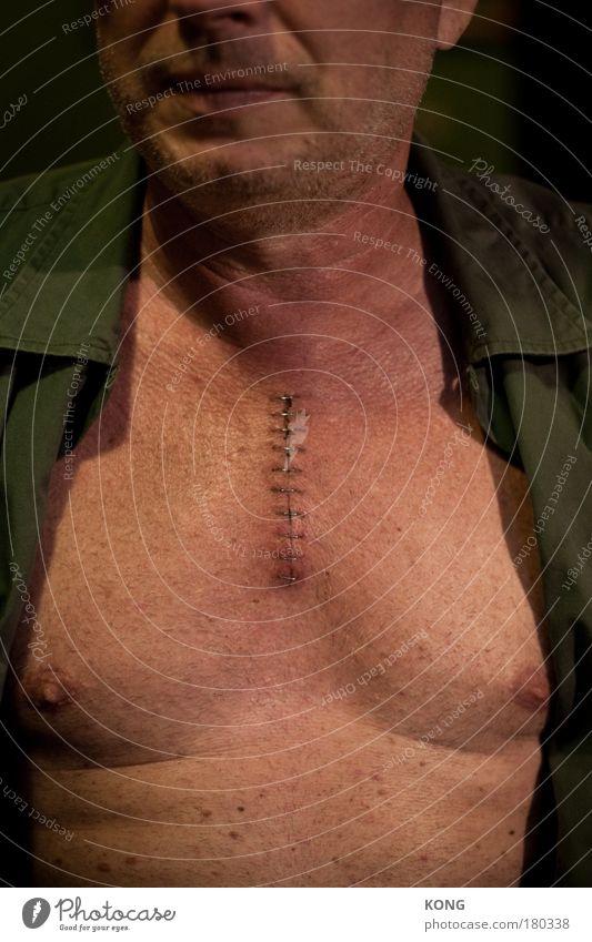i'm still searching Farbfoto Textfreiraum oben Textfreiraum unten Oberkörper Gesundheitswesen Krankheit maskulin Mann Erwachsene Brust 1 Mensch atmen bedrohlich
