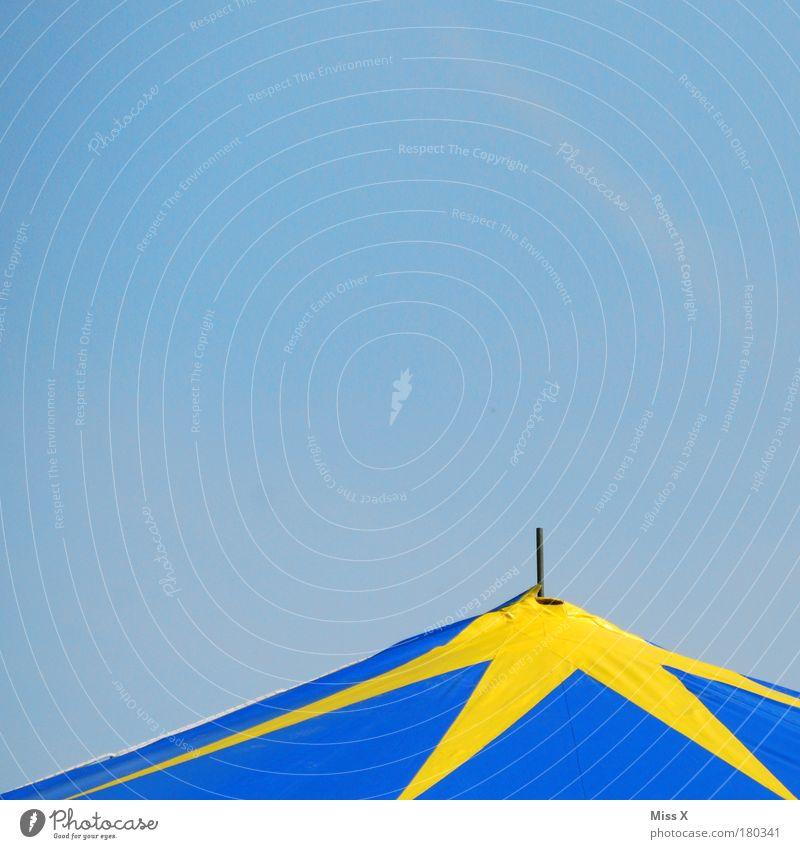 Mini Zirkus Außenaufnahme Detailaufnahme Menschenleer Textfreiraum links Textfreiraum oben Textfreiraum unten Hintergrund neutral Tag Spielen Entertainment