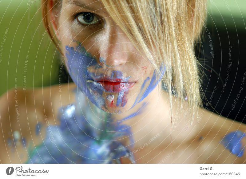 paint it *bunt* Frau Gefühle nackt Schulter Gesicht angemalt angepinselt Haare & Frisuren bemalt Farbe mehrfarbig blau Gesichtsbemalung Körpermalerei Porträt