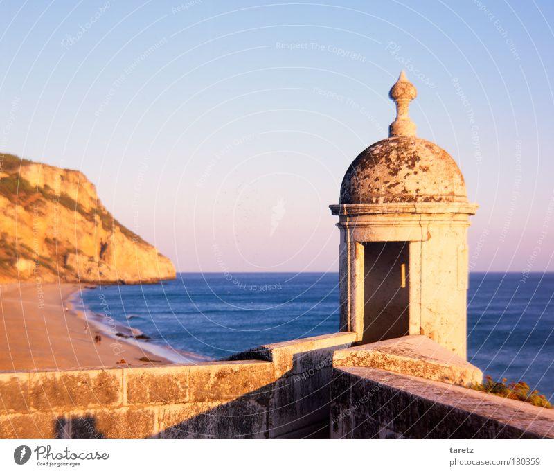 Spaziergang am Strand Mensch Wasser alt Sonne Meer blau rot Sommer Ferien & Urlaub & Reisen Ferne Wand Mauer Wärme Sand Landschaft