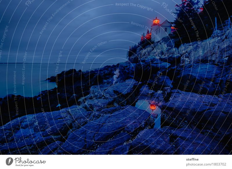 mir geht ein licht auf Natur Landschaft Urelemente Wasser Küste leuchten Leuchtturm Neuengland USA Reflexion & Spiegelung Langzeitbelichtung Dämmerung Rotlicht