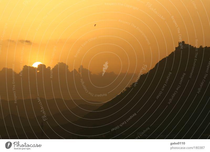 Udaipur Sunset Farbfoto Außenaufnahme Menschenleer Textfreiraum oben Dämmerung Licht Schatten Kontrast Silhouette Sonnenlicht Sonnenstrahlen Sonnenaufgang