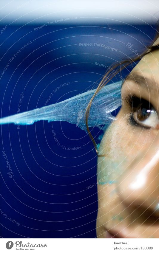 Schlangenmädchen III Frau Jugendliche schön blau Gesicht Auge kalt Erholung Haut Erwachsene Wellness Studioaufnahme Maske Reinigen Kosmetik Körperpflege