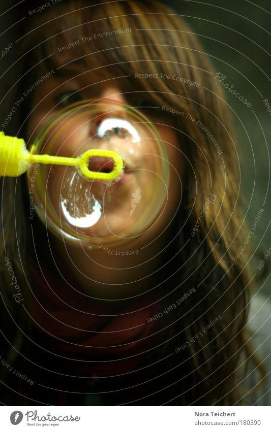 O Mensch Jugendliche Wasser schön Freude gelb feminin Spielen Kopf Erwachsene Haare & Frisuren Glück träumen frei Fröhlichkeit ästhetisch