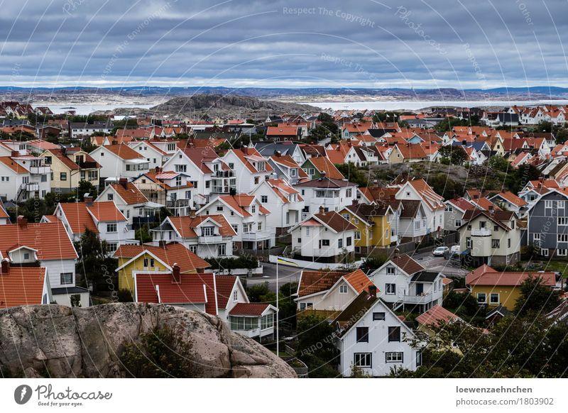 Häusermeer Dorf Kleinstadt bevölkert Haus rot weiß Leben Ferien & Urlaub & Reisen Häusliches Leben Farbfoto Außenaufnahme Menschenleer Tag