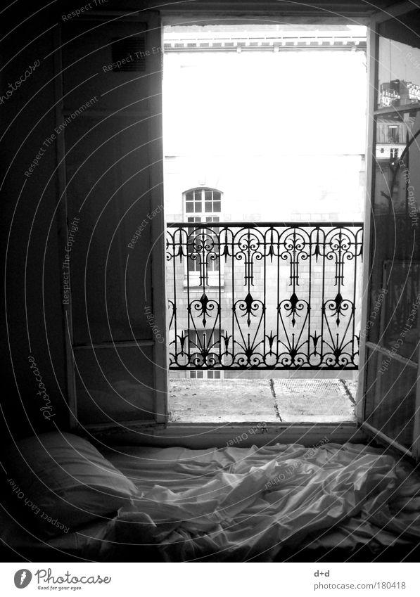 Ll Sommer Ferien & Urlaub & Reisen ruhig Erholung Stil Fenster träumen Raum Tür frei ästhetisch Bett offen Häusliches Leben Balkon Schwarzweißfoto