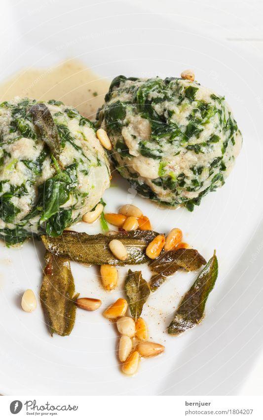 Strangolapreti grün weiß Blatt Foodfotografie Lebensmittel lecker gut Bioprodukte Teller Vegetarische Ernährung Südtirol Billig Italienisch Italienische Küche