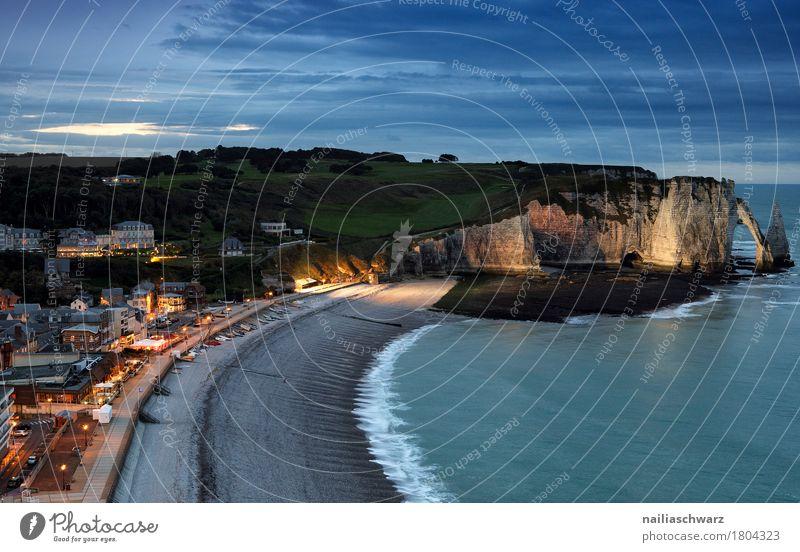 Strand von Etretat Ferien & Urlaub & Reisen Landschaft Nachthimmel Felsen Küste Meer Atlantik Klippe Frankreich Normandie Kleinstadt Stadt Hafenstadt