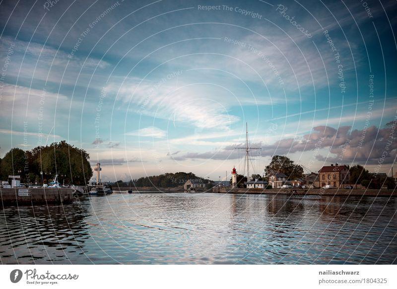 Hafen in Honfleur Himmel Meer Normandie Frankreich Kleinstadt Stadt Hafenstadt Menschenleer Leuchtturm Architektur Sehenswürdigkeit Ferne Unendlichkeit