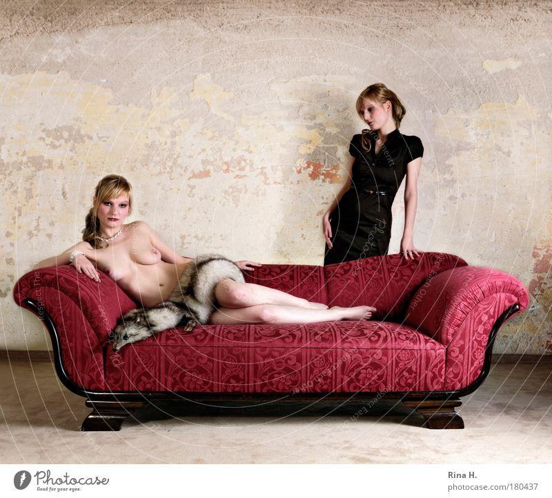Schwestern Familie & Verwandtschaft Mensch Frau Jugendliche rot Erotik feminin Gefühle Brust Traurigkeit blond Erwachsene elegant ästhetisch Frauenbrust