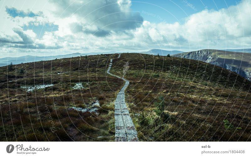 djc Natur Ferien & Urlaub & Reisen Landschaft Wolken Ferne dunkel Berge u. Gebirge Umwelt Leben Wege & Pfade Freiheit Tourismus wild Feld wandern Ausflug
