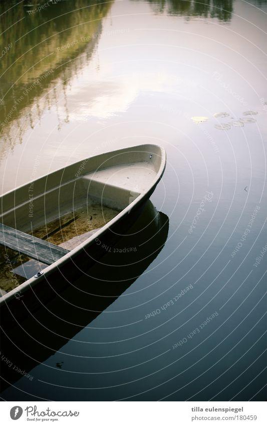 float on Natur Wasser alt Himmel blau Sommer Ferien & Urlaub & Reisen ruhig Herbst Umwelt Ausflug Fluss Vergänglichkeit Wasserfahrzeug Seeufer Schönes Wetter