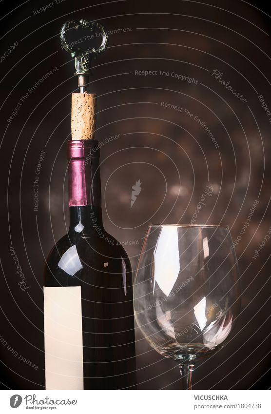 Weinflasche und Weinglas Festessen Getränk Alkohol Flasche Glas elegant Stil Design Party Veranstaltung Restaurant Bar Cocktailbar Feinschmecker Merlot