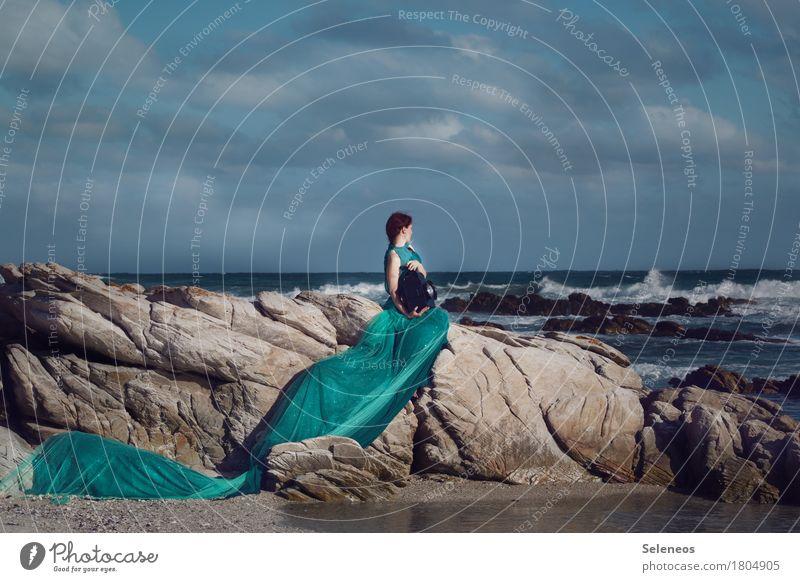 Meer sein Abenteuer Ferne Freiheit Mensch feminin Frau Erwachsene 1 Umwelt Natur Landschaft Wasser Himmel Wolken Horizont Felsen Wellen Küste Kleid Sehnsucht