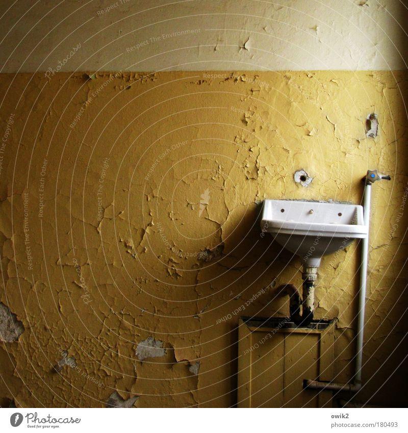 Sparsamer leben alt Farbe gelb Wand Innenarchitektur Mauer Stil Raum elegant Design Armut Vergänglichkeit Wandel & Veränderung Bad historisch Vergangenheit