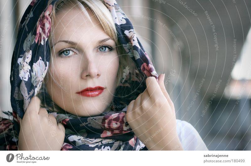 cold heart Mensch Jugendliche weiß schön rot Gesicht Erwachsene feminin kalt Kopf Haare & Frisuren Mode hell blond ästhetisch Bekleidung