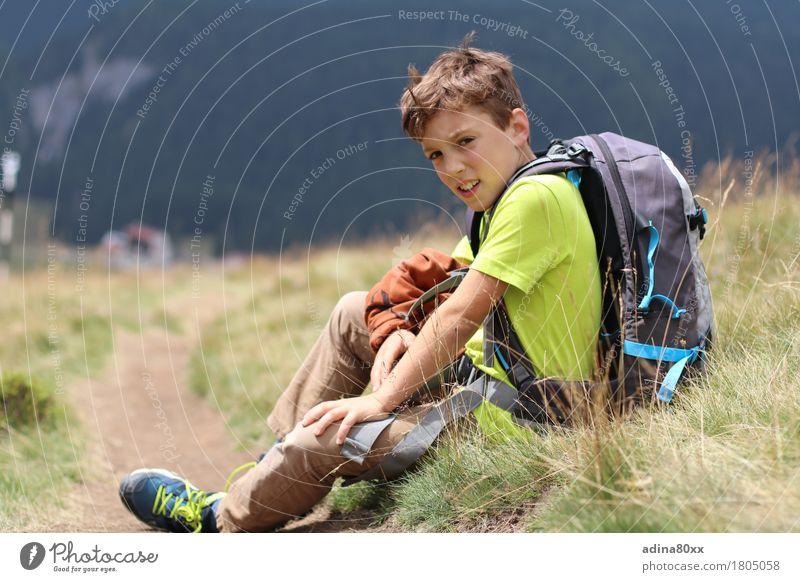 Wanderspaß Freizeit & Hobby Spielen Ferien & Urlaub & Reisen Ausflug Abenteuer Sommerurlaub wandern Junge Natur Wiese Alpen Berge u. Gebirge Erfolg ruhig