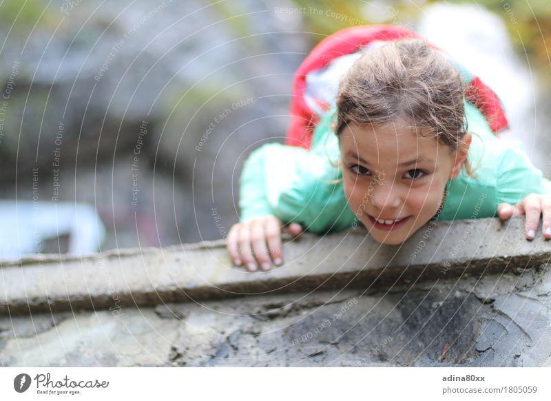 Ich kann das! Freizeit & Hobby Spielen Ausflug Abenteuer Kindererziehung Mädchen Natur laufen Blick Sport frei Fröhlichkeit Glück hoch Neugier sportlich Freude
