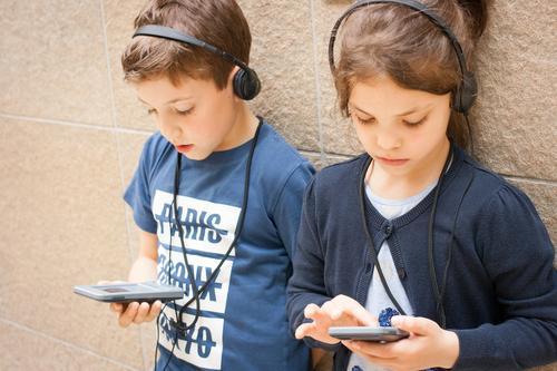Audioguide Kind Stadt sprechen Familie & Verwandtschaft Schule Denken Freundschaft Kindheit Kommunizieren Erfolg Kultur Zukunft lernen Neugier Team Bildung