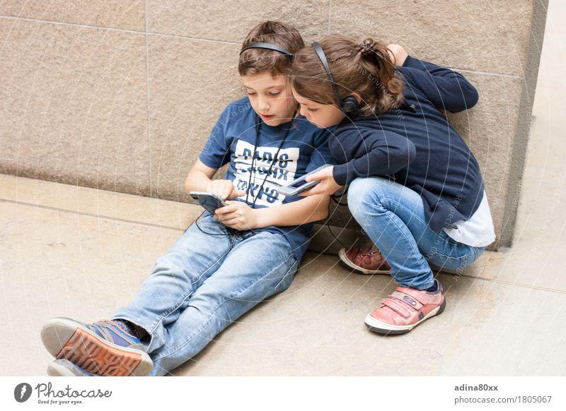 Kinder im Museum Ferien & Urlaub & Reisen Familie & Verwandtschaft Freiheit Zusammensein Freundschaft Freizeit & Hobby modern Kindheit Kommunizieren Kultur
