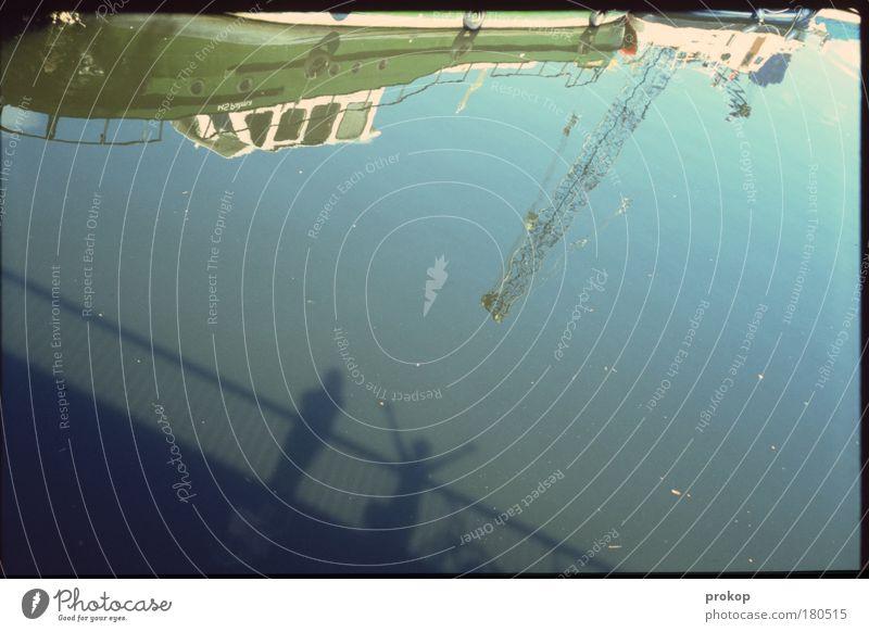 Titanik dann von unten Mensch Himmel Wasser Ferien & Urlaub & Reisen Meer Freude Paar Freundschaft Tourismus Brücke stehen Kommunizieren Hafen Lebensfreude