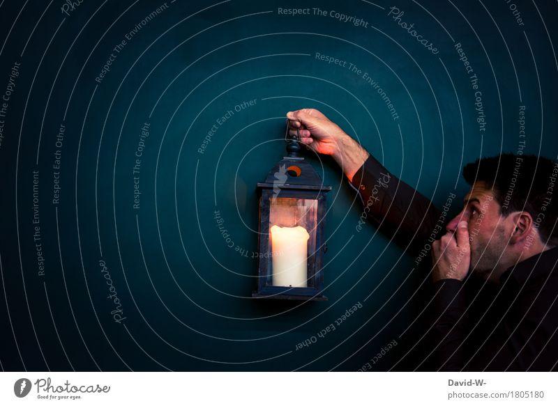 Geisterstunde Mensch Jugendliche Mann Junger Mann dunkel schwarz Erwachsene Leben Kunst Lampe maskulin Angst beobachten Abenteuer bedrohlich Todesangst
