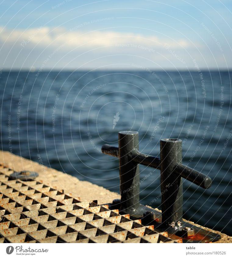 auf und davon blau Wasser Ferien & Urlaub & Reisen Meer Einsamkeit schwarz Ferne Umwelt Gefühle Freiheit Metall Horizont Wellen Beton Hoffnung Hafen
