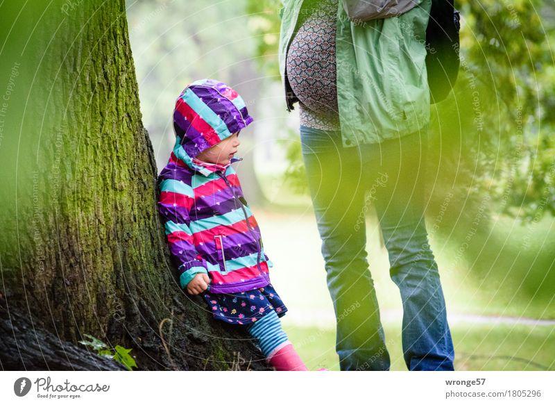 Oktober 2016 Mensch Frau Kind grün Baum Erholung Mädchen Erwachsene Herbst feminin Familie & Verwandtschaft braun Zusammensein Park Ausflug Spaziergang